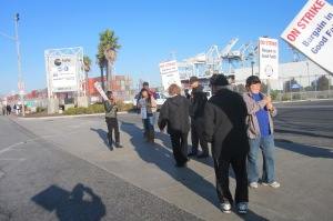picket at port