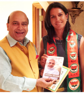 Gabbard with BJP supporter Vijay Jolly at their Atlanta conference